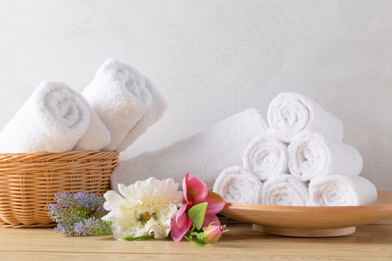 Rolls of hotel towels on baskets